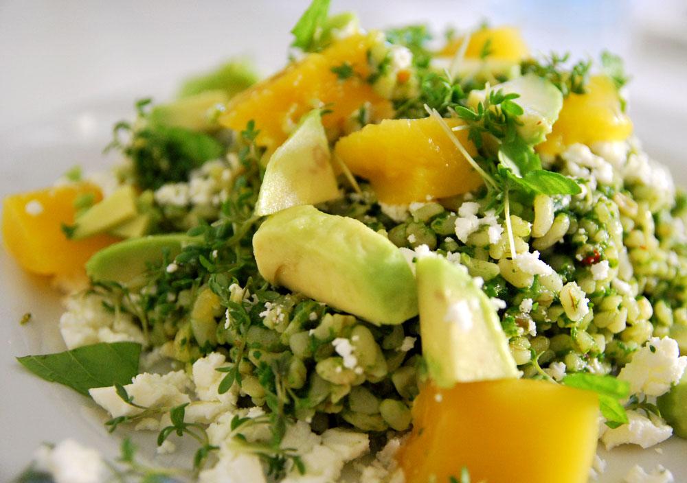 Grön bulgursallad med mango och avokado